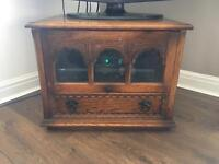Oak TV unit with matching items