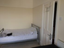 Large room to rent in Stone/Greenhithe area (close to Bluewater)