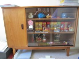 Vintage solid TEAK bookcase, sliding glass doors, in excellent condition - Dimensions Height 31 inch