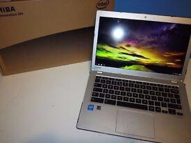 Toshiba Chromebook CB30-B-104 GHz, 4 GB RAM, 16 GB SSD, FULL HD IPS SCREEN