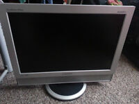 HP LCD MONITOR IN 25 POUND