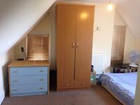 Very CHEAP Double room to rent in a shared house in Buckhurst Hill, Central line tube