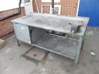 heavy duty steel workbench, 6 ft in length and comes with large fully working vice.