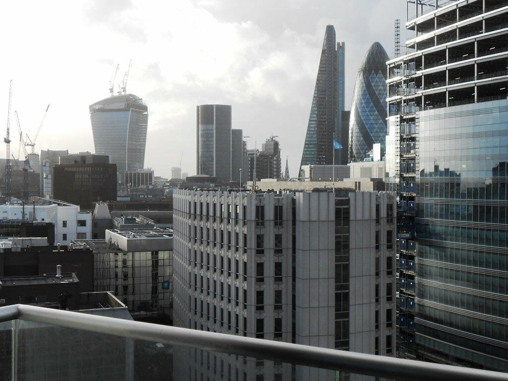 DESIGNER FURNISHED 1 BEDROOM APARTMENT - ALTITUDE POINT / ALDGATE E1 - BALCONY CONCIERGE CITY VIEWS