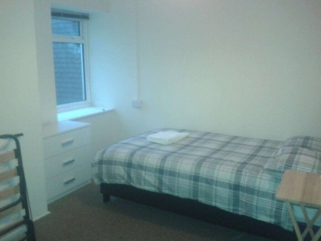 2 Bedroom Flat, Bournemouth 5 mins from Train and Beach - NO Agents | in  Bournemouth, Dorset | Gumtree