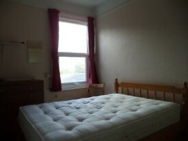 Room in long established, quiet, clean, shared house, vegetarian, non-smoking, close Unis, centre.