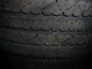 2 pneus d'été, LT245/75/16 Bridgestone V-Steel, 60% d'usure, 7-6/32 de mesure.