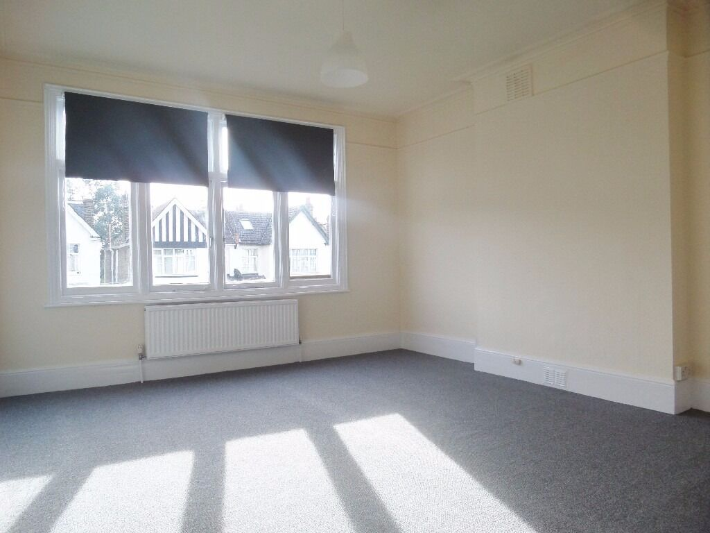 Large modern 3 bed flat in LEWISHAM SE6 own kitchen own bathroom own lounge OWN 3 bedrooms bill inc