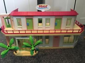 Playmobil summer fun hotel (5265) with minibus