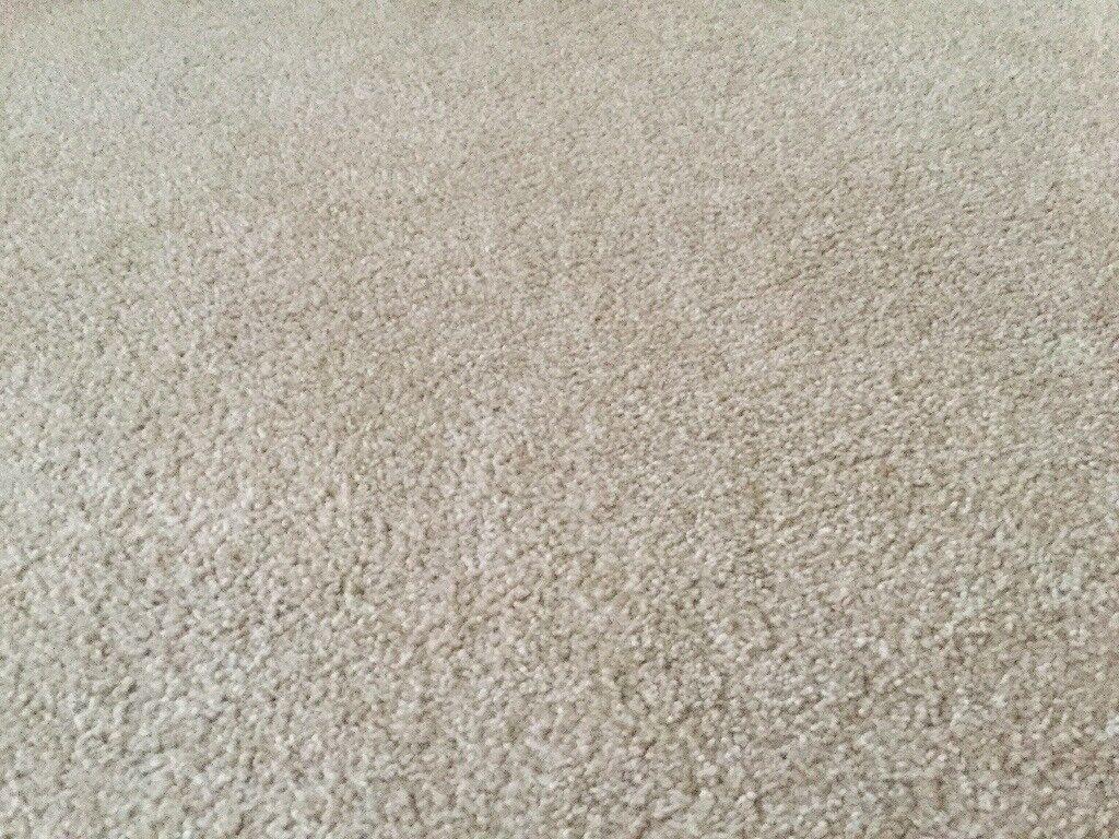 4 Biege Carpets for sale approx 10 ft x 10ft
