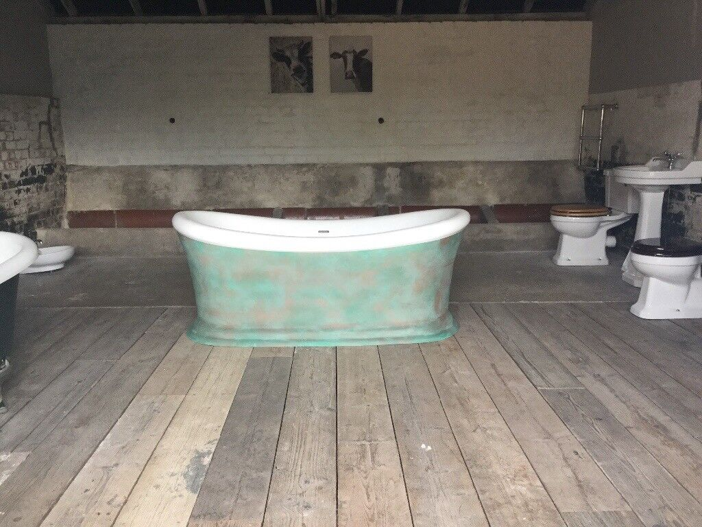 BEAUTIFUL ROLL TOP BOAT BATH PAINTED IN VERDIGRIS EX DISPLAY