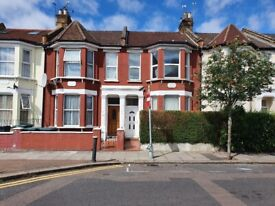 Newly redecorated and carpeted 2 bedroom flat situated in Turnpike Lane, London N8