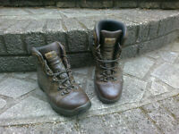 Mens Scarpa leather hiking boots size 9