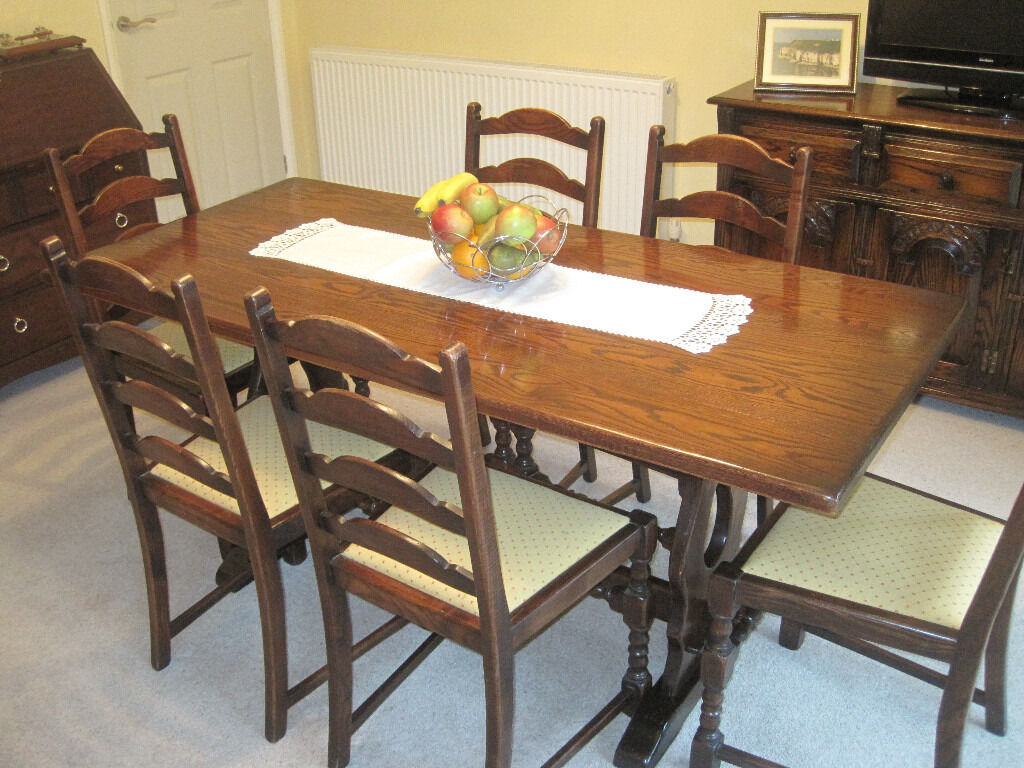 dining table and 6 chairs in very good condition.