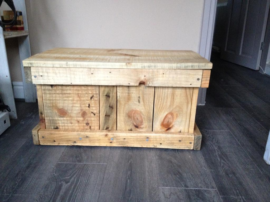 Rustic style wooden box