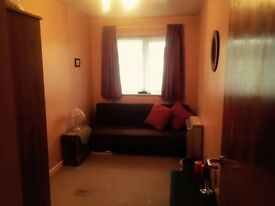 Single room, perfect location for student