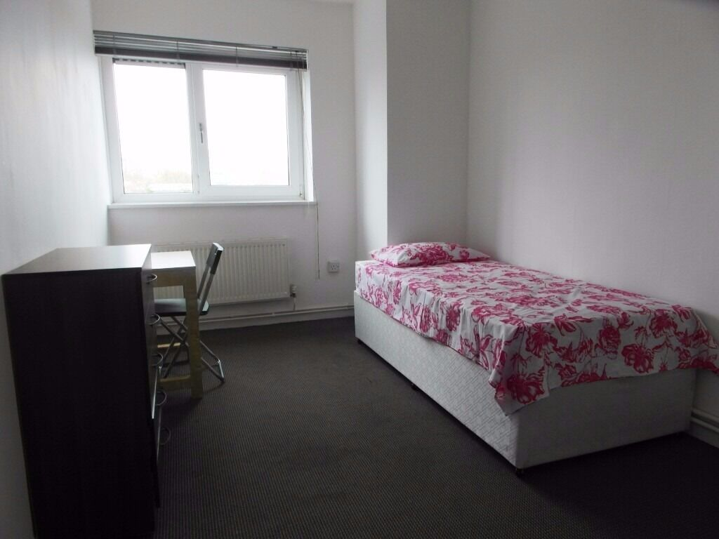 Single room in Bethnal Green. Zone 2. Very close to Liverpool Street Station