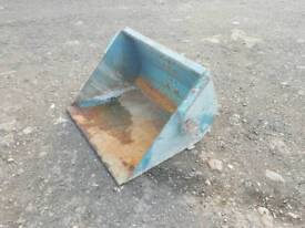 Tractor front loader bucket in excellent condition