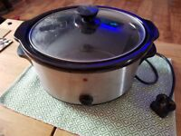Slow cooker with 3L capacity