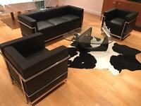 Le Corbusier sofa and two chairs (Replica)