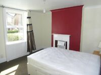 This room is in a great location offering easy access to the town centre, West Reading station