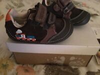 BRAND NEW boxed Clarks baby toddler boy Tiny Tom train print leather Velcro shoes size 2F
