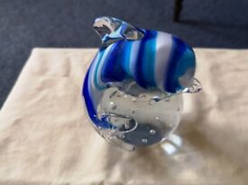 A LOVELY GLASS PAPERWEIGHT WITH A DOLPIN ON THE OUTSIDE AND CLEAR GLASS BALL UND