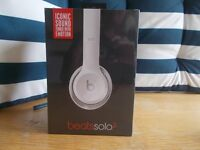 HEADPHONES BY BEATS SOLO2 IN WHITE BY DR.DRE. BRAND NEW
