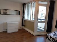 EXTRA LARGE DOUBLE ROOM WITH BALCONY IN STEPNEY GREEN E1 - AVAILABLE NOW - 5 BED FLATSHARE