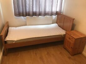 A spacious single bedroom available to rent - near the town centre and station