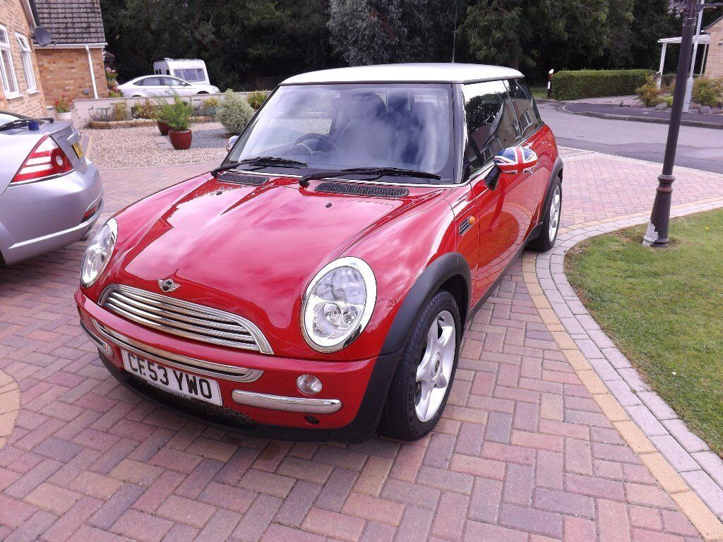 MINI COOPER (Pepper Pack) 1.6, Red With White Roof And