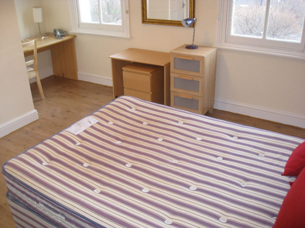 £220 / w - Large studio flat on Hammersmith Road close to Barons Court