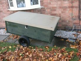 trailer ,5 half foot, by 3 half foot , solid trailer with built in lights