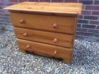 Solid pine chest of drawers. V
