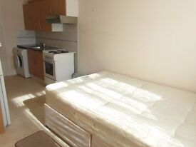 Studio flat to rent in Stanmore