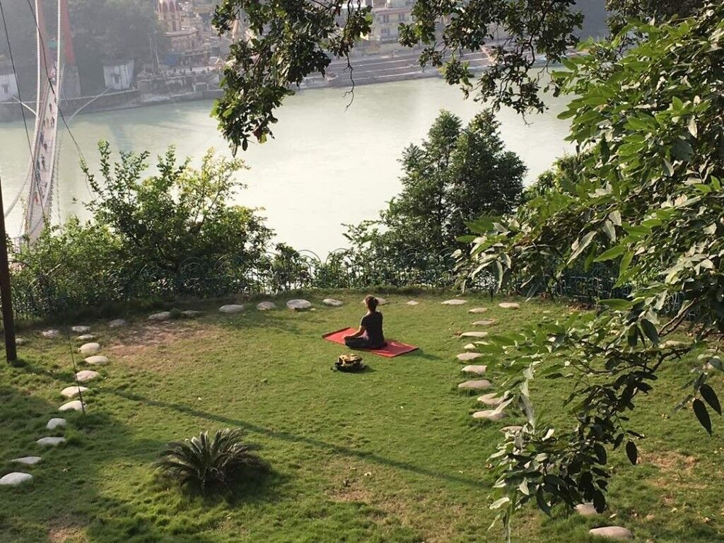 1-2-1 YOGA SESSIONS WHOLE DAY OR WHOLE WEEKEND SITUATED BY RIVER
