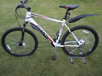 Giant Revel 3 (2012) disc Large 20 inches mens mountain bike in mint condition with new accessories,