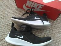 Nike Viale Children's trainers Size 1 Black with white swoosh Excellent condition Boxed WILL POST