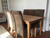 Beautiful Solid Oak Dining Table and 6 Oak and Leather Chairs
