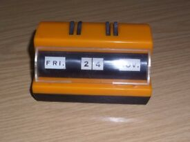 Vintage Retro 1977 DESK TOP PERPETUAL CALENDAR in Orange