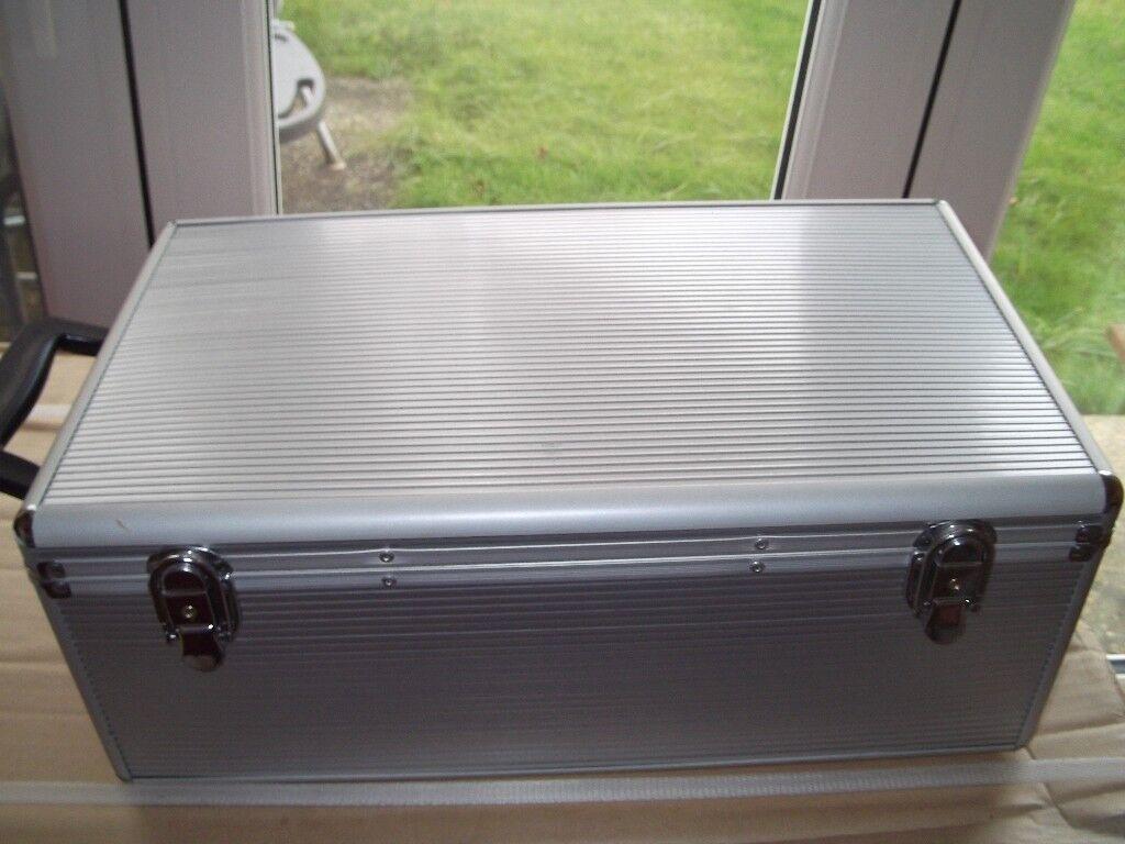 Aluminium C D case with 210 (420) double wallets for sale