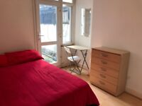 LOVELY BED IN A DOUBLE ROOM IN DOLLIS HILL AVAILABLE!