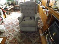 Arm Chair mains lift / rise Recliner in very good condition in full working order