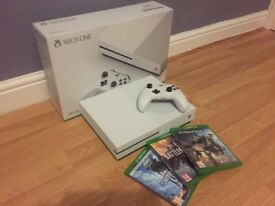Xbox One S - 500gb - White - Very good condition - with games