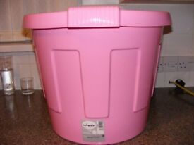 A Wham large pink round hard plastic storage tub