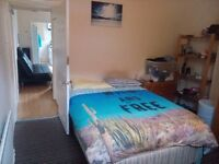 Double rooms centre of Leicester . Read the AD before txt please.