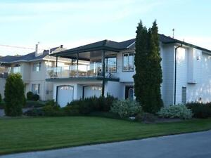 Snowbirds Welcome! Osoyoos One bedroom Plus Den Suite