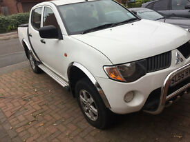 mitsubishi l200 good runner,few bubbles coming in places..(see pics)