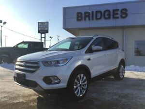 2017 Ford Escape Titanium AWD**MINT SHAPE AND LOADED W/LOW KMS**