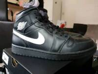NIKE Air Jordan 1 Mid Black/White Men's Shoe size UK 7/EUR 41